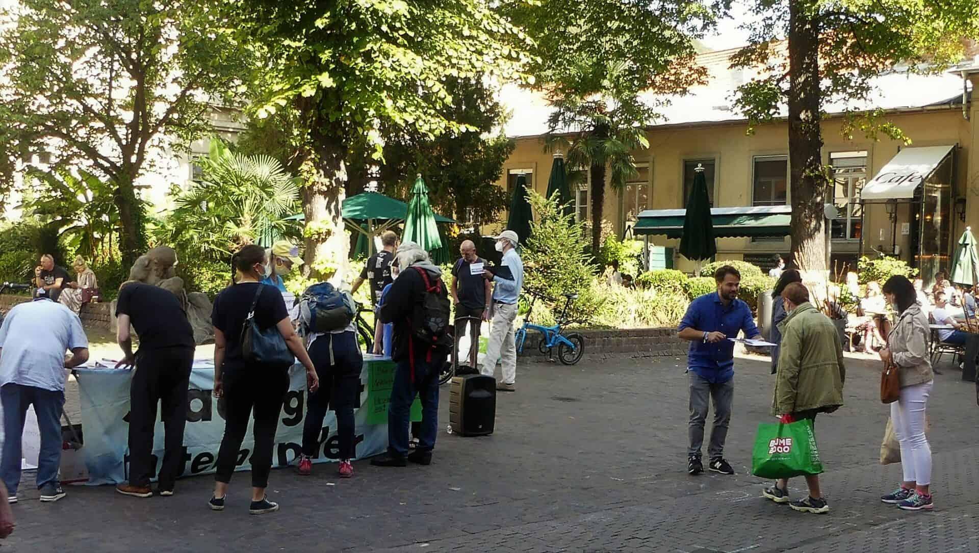 6. Mai, 15:40 Uhr: Kundgebung auf dem Uniplatz